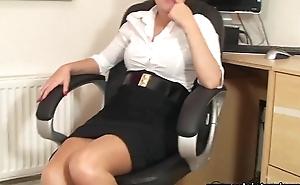 SoloInterviews Sexy ass designation girl Ava striptease masturbates