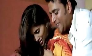 Hot sex Scene Sonali Kulkarni on every side saree with Ravi Kishen