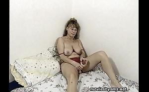 Mogna Birgitta leker med dildo