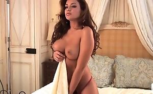 Monica Leigh posing naked