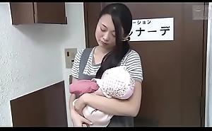 Japanse slet vrouw gaat voor een ontspannende rub-down (Zie meer: bit.ly/2AwazEk)