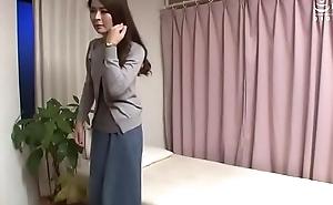 Dịch vụ chăm só_c quý_ cô_ thí_ch tì_m của lạ kiểu Nhật (phim thật 100%, khô_ng dà_n dựng)