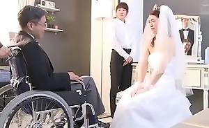Japanse bruid wordt geneukt door echtgenoot vriend (Zie meer: bit.ly/2Odtl7r)