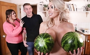 Glamorous housewife in on one's high horse heels gets banged in the cookhouse